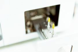 より早い接着性を実現する光機能化インプラント